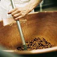 La préparation des pralinés chocolat