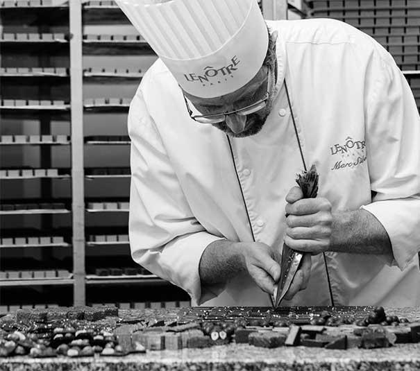 Marc Sibold prépare les pâtisseries chocolat